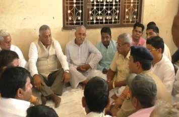 बीजेपी नेता की हत्या के बाद केंद्रीय मंत्री ने परिजनों से की मुलाकात