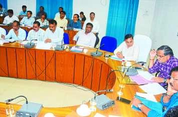 CM Helpline: मुख्यमंंत्री के जिले में अधिकारी ने ली क्लास, लम्बित मामलों पर नोटिस की तैयारी