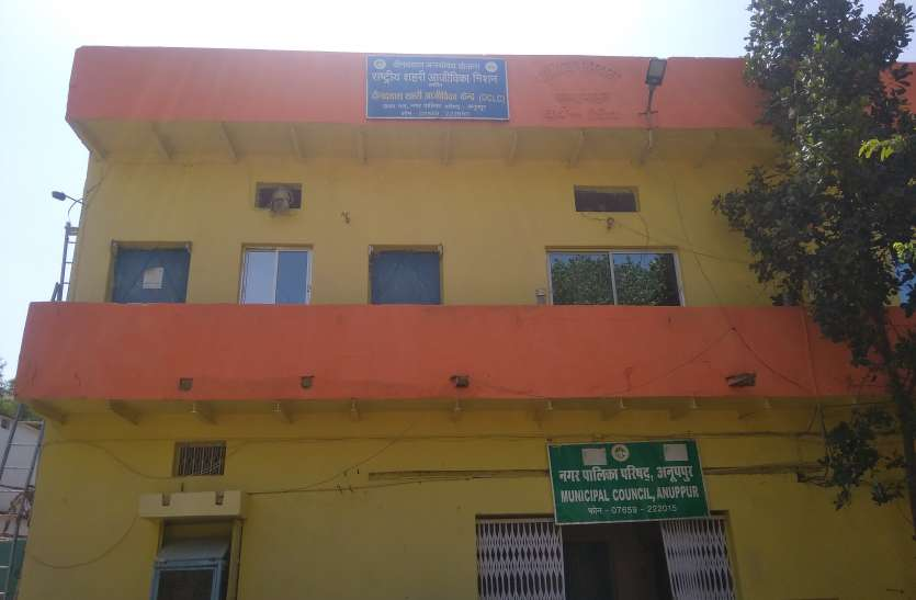 ठेकेदार की नाराजगी से अनूपपुर शहर की 278.30 लाख की योजना को लगा ग्रहण