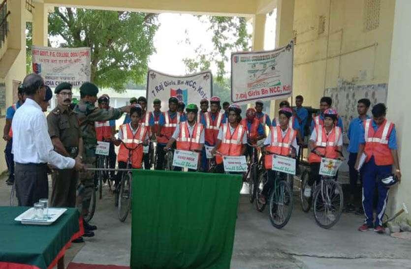 साइकिल रैली से दे रहे स्वच्छता का संदेश, हरी झण्डी दिखाकर टोंक के लिए किया रवाना