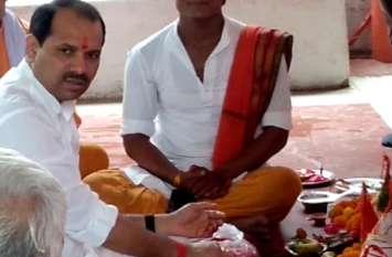 वीवीआइपी जिले में कांग्रेस विधायक ने देश के प्रधानमंत्री के जन्मदिन पर कराया हवन पूजन,कांग्रेस में मचा हड़कंप