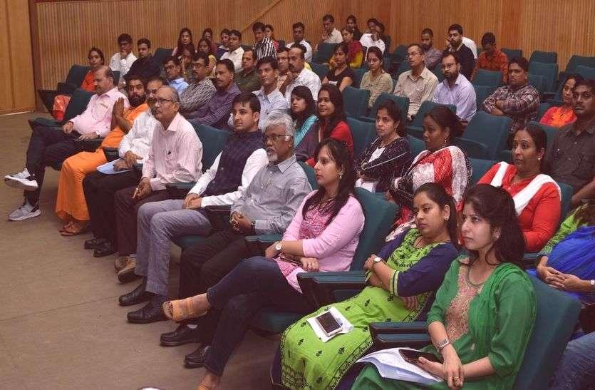 'हिन्दी और संस्कृत में छिपा है भारत की संस्कृति का सार'