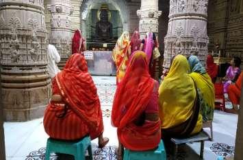 भगवान आदिनाथ मंदिर में फूट रहे झरने