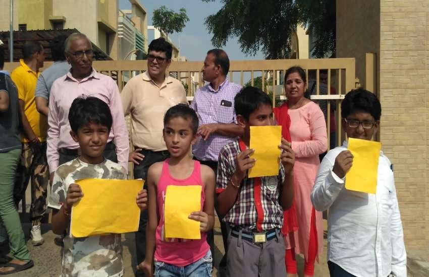 Ahmedabad: PM Modi जानें किससे पीएम नरेन्द्र मोदी ने पूछा क्या चाहिए? और फिर क्या हुआ