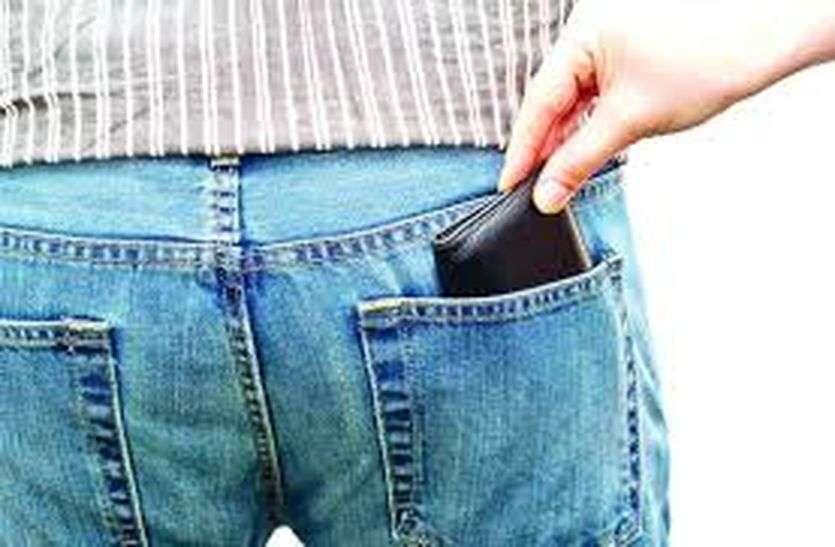 अस्पताल में पिता-पुत्र की जेब तराशी, 29 हजार रूपए पार