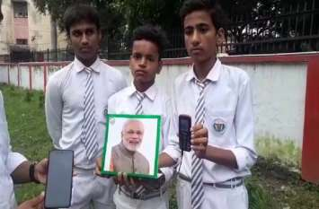 PM MODI BIRTHDAY: बच्चों ने बनाया पीएम मोदी की तस्वीर के साथ स्मार्ट फोटो फ्रेम, चोर के घर में घुसते ही आएगा मोबाइल पर अलर्ट