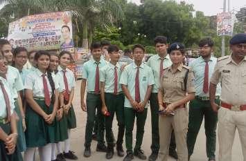 टीकमगढ़ में बच्चों ने बड़ों को दी सुरक्षित यातायात की सीख