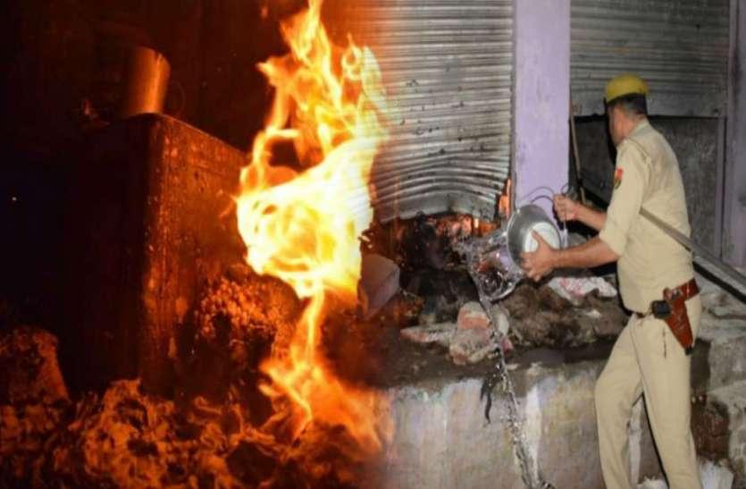 हिंदू किशोरी के अपहरण के बाद गर्माया माहौल, भीड़ का तांडव, पथराव के बाद खोखों और दुकानों में आगजनी