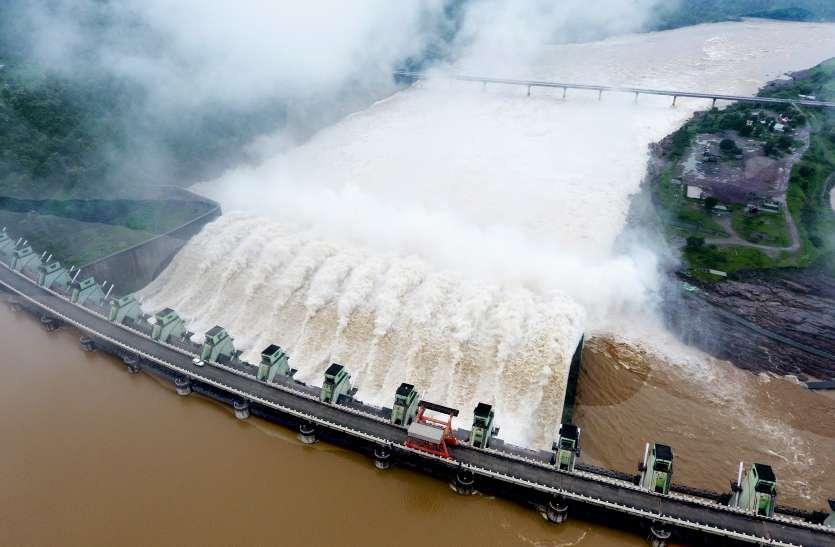 तीन साल बाद इंदिरासागर बांध पूरी क्षमता पर भरा, गेट खोलकर छोड़ रहे पानी