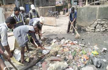 एलन की स्वच्छता टीम बाढ़ प्रभावित क्षेत्रों की सफाई में जुटी