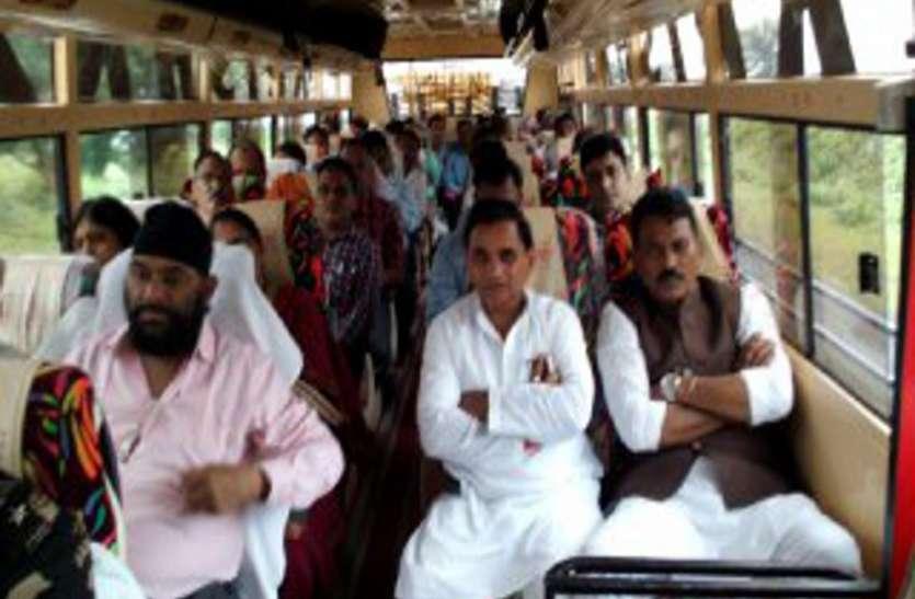 बस में बैठकर गए मंत्री, लौटते समय एक की मौत, वीडियो में देखें मंजर