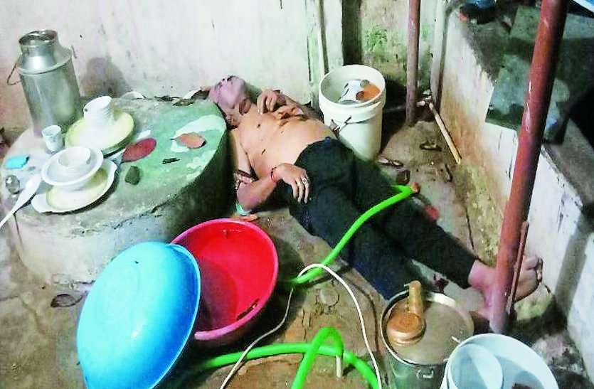 पत्नी के स्वर्गवास के बाद अकेला रहता था वृद्ध, हुआ कुछ ऐसा, पड़ोसियों ने झांका तो घर पर पड़ा था शव, फिर
