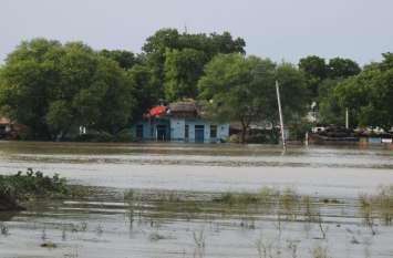 घटने लगा चम्बल का जलस्तर, बाढ़ बरकरार, दो दर्जन से अधिक गांवों का सम्पर्क कटा