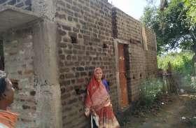 दो साल से भटक रही वृद्ध महिला नहीं बन सका प्रधानमंत्री आवास