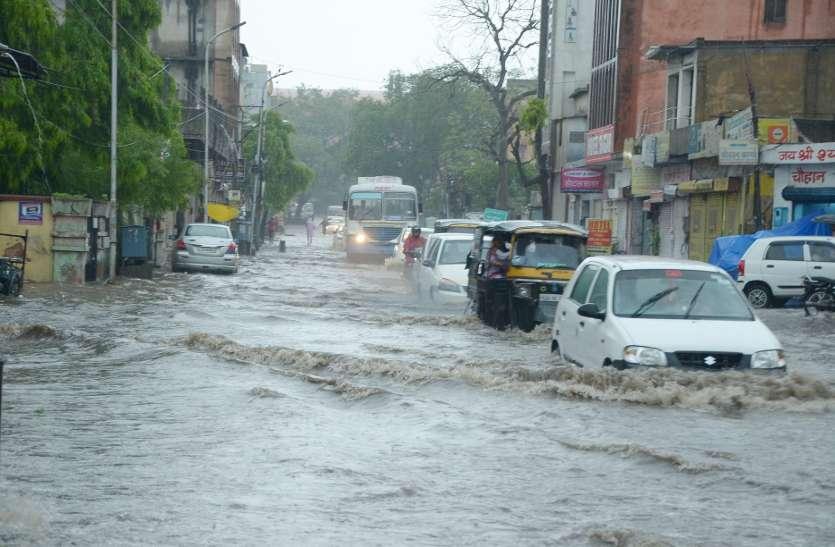 50 किमी प्रतिघंटे की रफ्तार से आए तूफान ने हिलाया पूरा जयपुर, कई पेड़-बिजली के पोल धराशाही, आज फिर से बारिश की संभावना