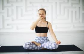 Yoga Benefits For Health: 72 हजार नाड़ियों को शुद्ध करता है नाड़ी शोधन प्राणायाम