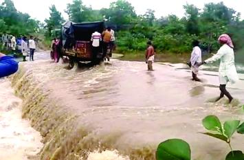 शर्मनाक : प्रसव के लिए महिला को ट्रैक्टर-ट्राली ले जाना पड़ा अस्पताल