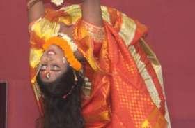 संगीत प्रतियोगिता में Bollywood गानों पर जमकर थिरकी लड़कियां, देखें तस्वीरें
