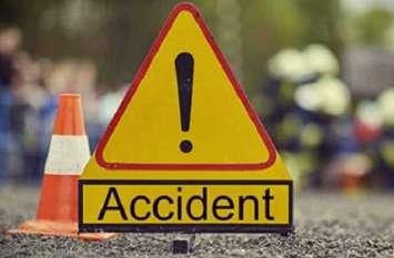 Amroha: टक्कर के बाद कार पर 100 मीटर तक लटकता रहा मजदूर, नीचे गिरते ही हो गयी मौत