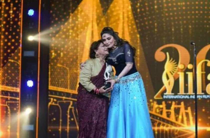 IIFA 2019: मुंबई में जमी महफिल, आलिया से लेकर विक्की तक इन सितारों के नाम हुई आइफा की ट्रोफी
