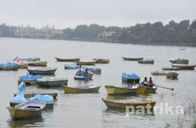 बड़े और छोटे तालाब में चल रहीं 310 नावों में से 65 फीसदी से अधिक नावें हैं अनफिट