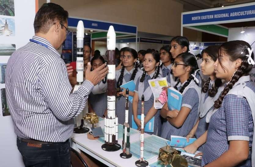 विजन 2019 प्रदर्शनी ने दिखाई धरातल पर चंद्रयान-2 की विशेषता