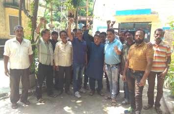 Watch : करंट से झुलसा कर्मचारी, संगठन ने किया प्रदर्शन
