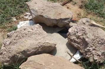 बीसलपुर पॉइंट को तोड़ा, हैंडपंप को उखाड़ा