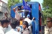 VIDEO: भीम आर्मी एकता मिशन का प्रदर्शन, कार्यकर्ताओं ने दी सामूहिक गिरफ्तारी