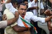SURAT PHOTO : नए ट्रैफिक नियमों के खिलाफ कांग्रेस का प्रदर्शन