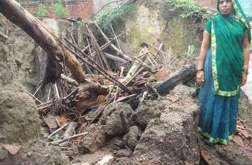 बारिश से अंचलों में गिरे आशियाने खेतों में भरा पानी, किसान परेशान
