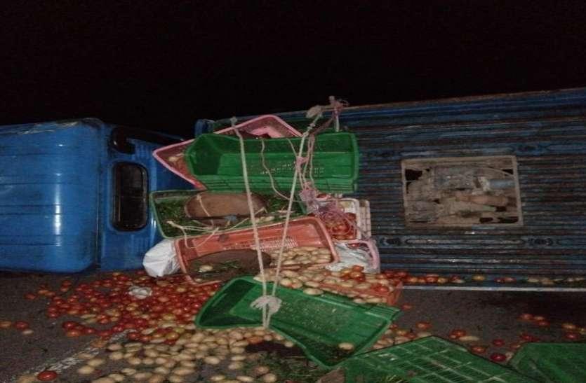 सब्जी बेच कर आ रहे दो भाइयों को ट्रक ने रौंदा, मौत
