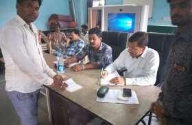 प्रवर्तन निरीक्षक ने ग्रामीणों से लिए बयान