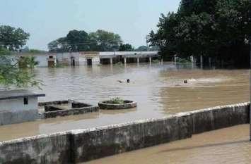 बलिया में बाढ़ का कहर जारी, NH- 31 पर भारी वाहनों की इंट्री बंद, हजारी प्रसाद द्विवेदी का गांव बना टापू