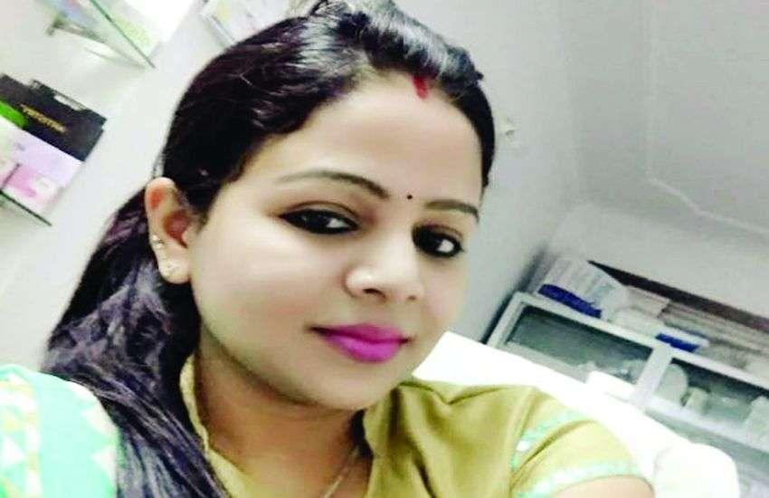 HoneyTrap Breaking : आरती दयाल और निगम इंजीनियर को मोनिका ने किया था कैमरे में कैद
