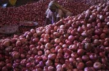 onion rates Jumped :प्याज के दाम आसमान गृहणियों के निकले आंसू