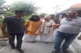रेप के आरोप में स्वामी चिन्मयानंद को 14 दिन कीन्यायिकहिरासत में जेल भेजा गया, रंगदारी मामले में भी तीन गिरफ्तार