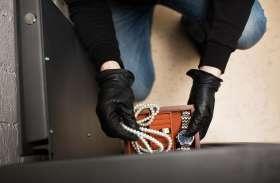 दोस्तों ने मौज के लिए दिलाया कीमती मोबाइल, रुपए चुकाने के लिए किशोर ने अपने ही मां के गहने चुराए
