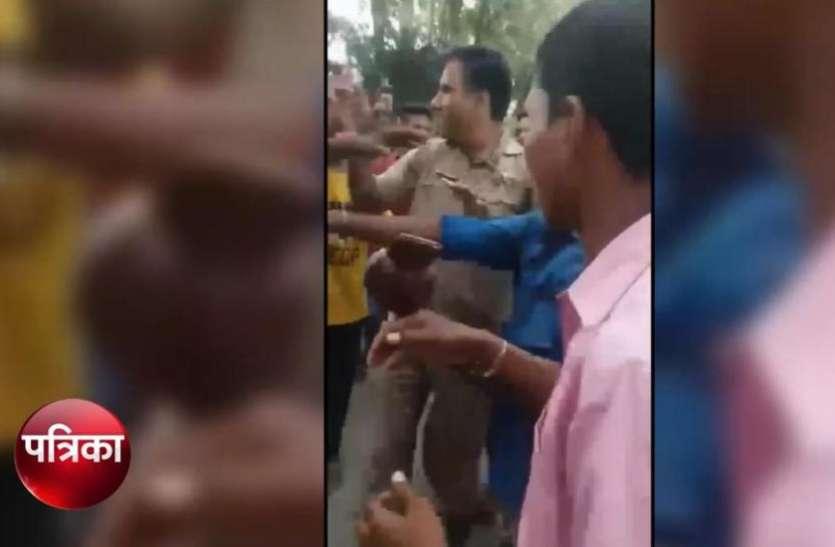 Viral Video: भीड़ ने पुलिसकर्मियों की इस बात पर की जमकर 'धुनाई', दंपति और उसके बच्चे को भी नहीं छोड़ा