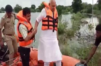 कृषि मंत्री सूर्यप्रताप शाही ने किया इटावा के बाढ़ग्रस्त इलाकों का दौरा, देखें वीडियो