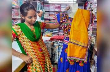 नवरात्र के लिए तैयार हो रहा बाजार, बुक होने लगे रंगबिरंगे परिधान