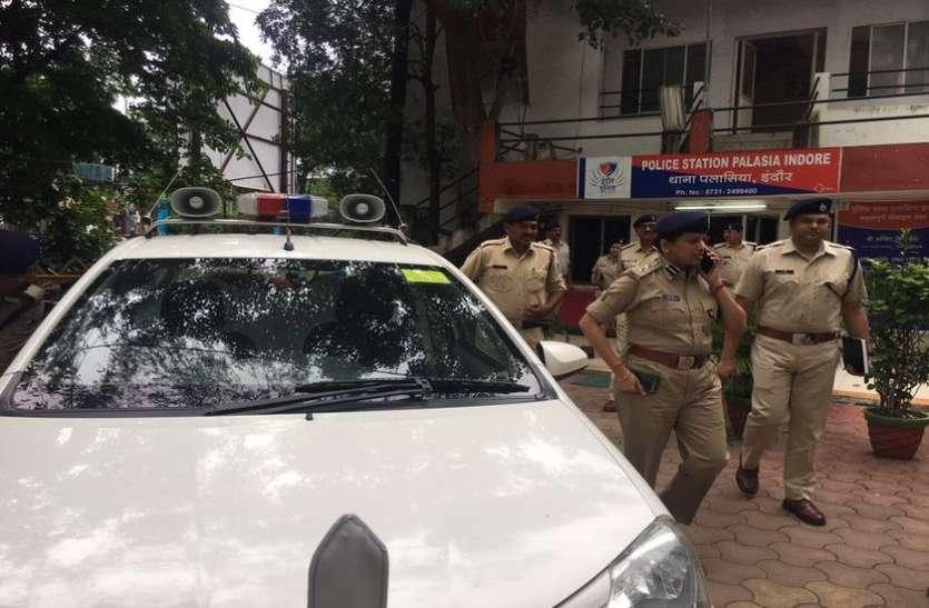 हनीट्रैप - पलासिया थाने में टीआई के केबिन में हुई केस पर चर्चा, आरती के घर छतरपुर पहुंची इंदौर पुलिस