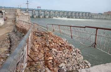 बीसलपुर गोकर्णेश्वर महादेव मंदिर के सामने फिर ढही बांध की सुरक्षा दीवार