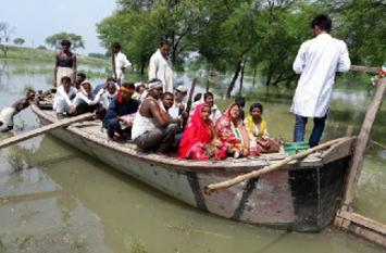 ग्रामीणों के घरौंदों पर बाढ़ का कहर, कच्चे घर धराशाही