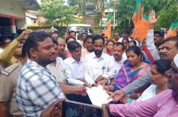 किसानों की समस्याओं को लेकर दिया धरना, निकाली रैली