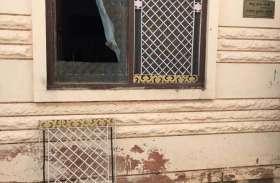 घरवालों की मौजूदगी में ग्रिल तोड़कर घुसे चोरों ने पार कर दी नकदी