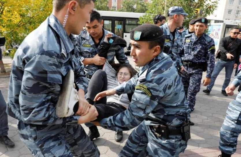 कजाखस्तान में चीन विरोधी प्रदर्शन तेज, 50 से अधिक गिरफ्तार