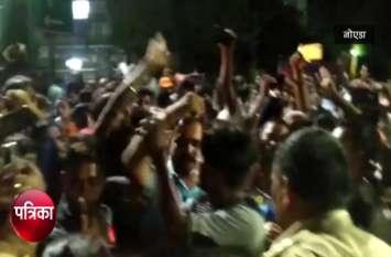 VIDEO: धार्मिक चबूतरा तोड़ने के बाद देर रात मचा बवाल, मंदिर के आस-पास पुलिस बल तैनात