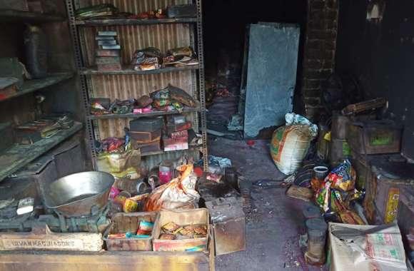 शॉर्ट सर्किट से दुकान में लगी आग, लाखों का सामान जलकर हुआ राख