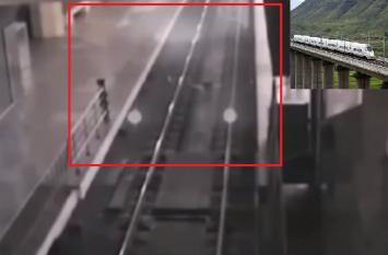 सीसीटीवी फुटेज में दिखा स्टेशन पर रूकी अदृश्य ट्रेन, मामला जान रह जाएंगे हैरान